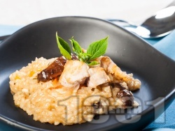Бързо ризото с моркови, пилешко месо, гъби, бяло вино и сирене пармезан - снимка на рецептата